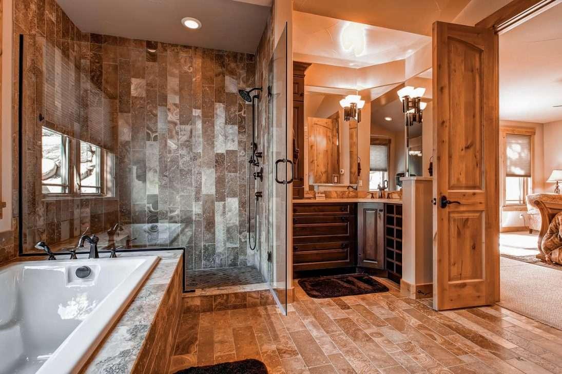 Mont Vista Chateau bathroom in vacation rental in Breckenridge, Colorado