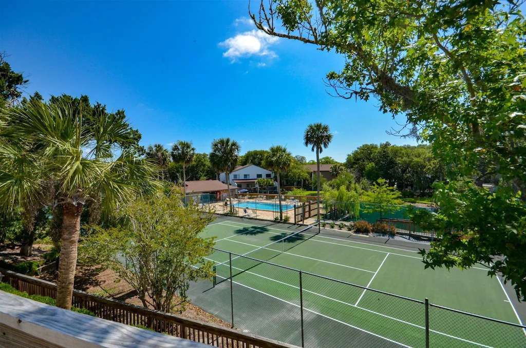 Tennis courts and pool at Forest Ridge on Amelia Island