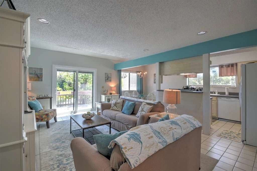 living room of Amelia Island vacation rental in Forest Ridge