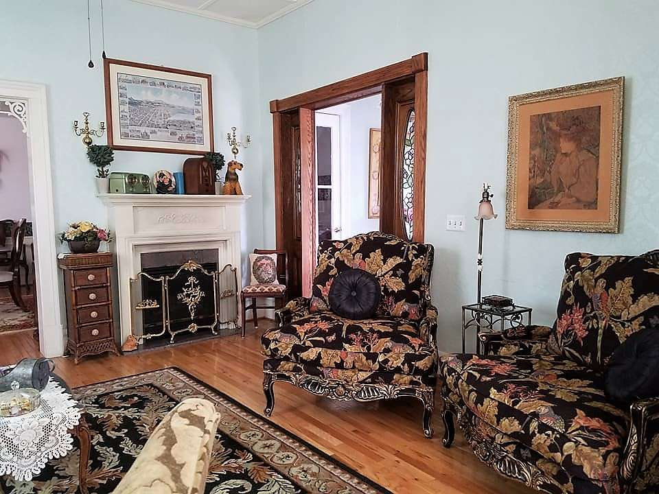 The parlor in The Pleasant Street Guest House vacation rental in Prescott, Arizona