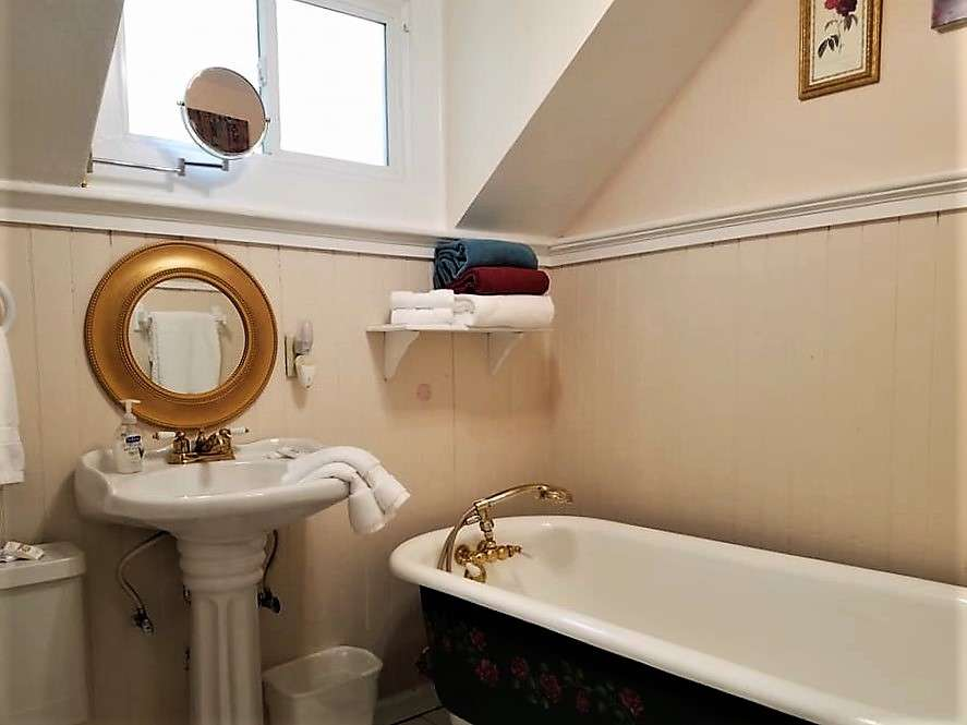 The giant claw foot tub in The Pleasant Street Guest House vacation rental in Prescott, Arizona