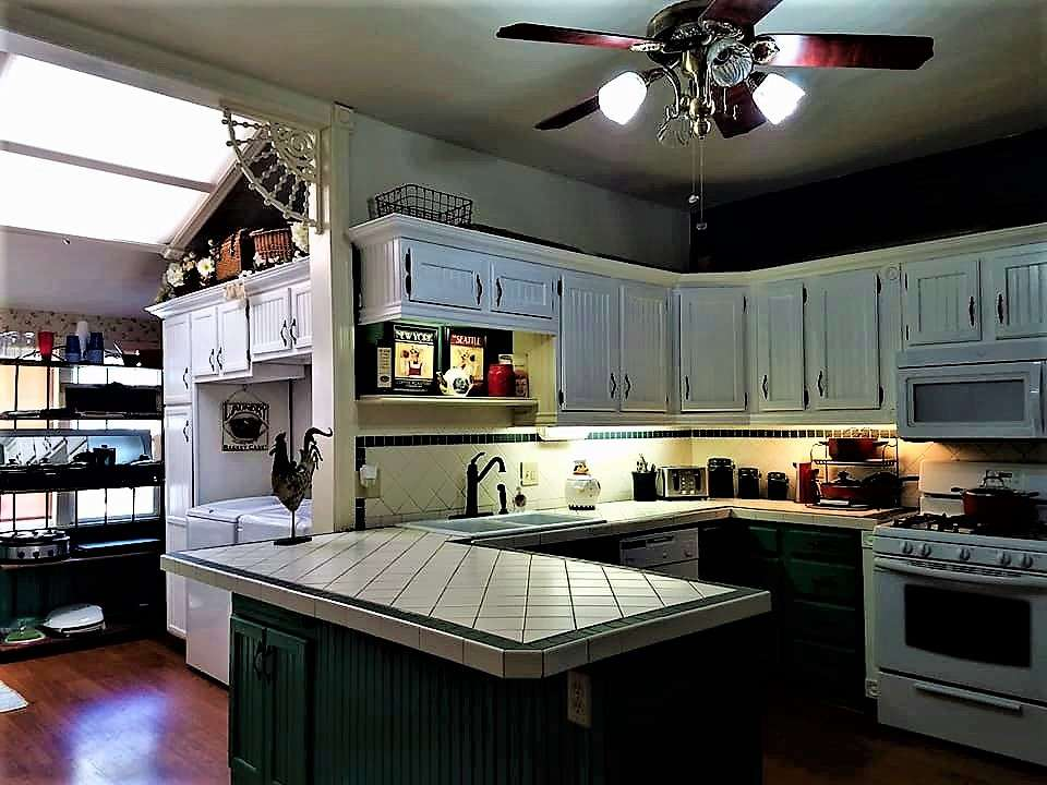 The kitchen in The Pleasant Street Guest House vacation rental in Prescott, Arizona