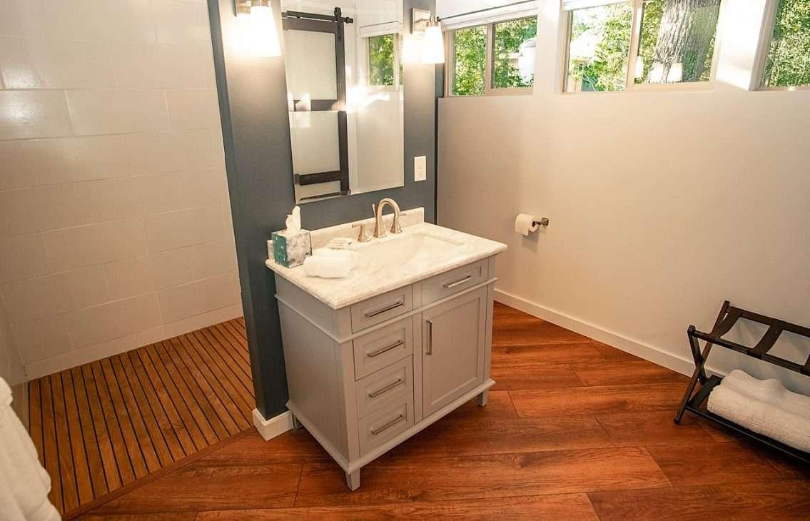 bathroom of luxury yurt rental in Bastrop, Texas
