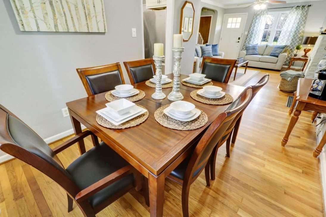 Columbus, Ohio Vacation Rental dining and living area